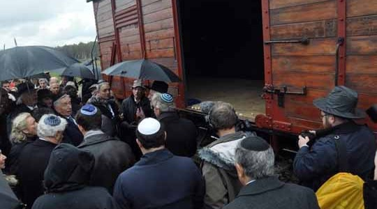 BRZEZINKA. Odsłonili wagon-pomnik ku pamięci węgierskich Żydów