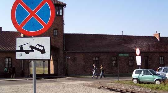 KRAKÓW. Pieniądze z OSPR na budowę parkingu przy byłym obozie Birkenau