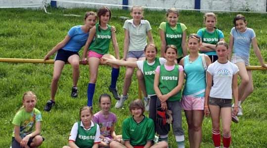 PIŁKA NOŻNA. Piłkarze i piłkarki z piątych klas rywalizowali o miano najlepszych