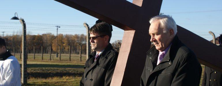 Samorządowcy gminy Oświęcim pamiętali o ofiarach totalitaryzmu – FILM, FOTO