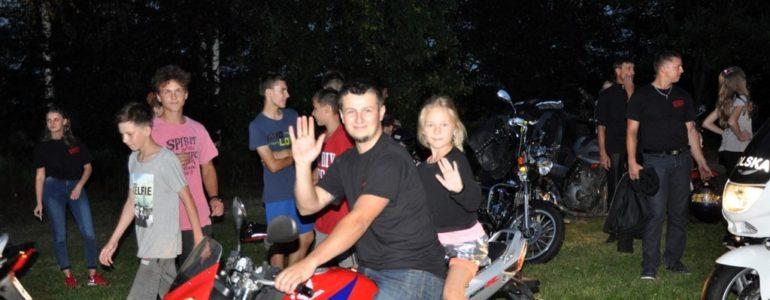 Motocykliści z pasją w rajskiej wiosce – FOTO