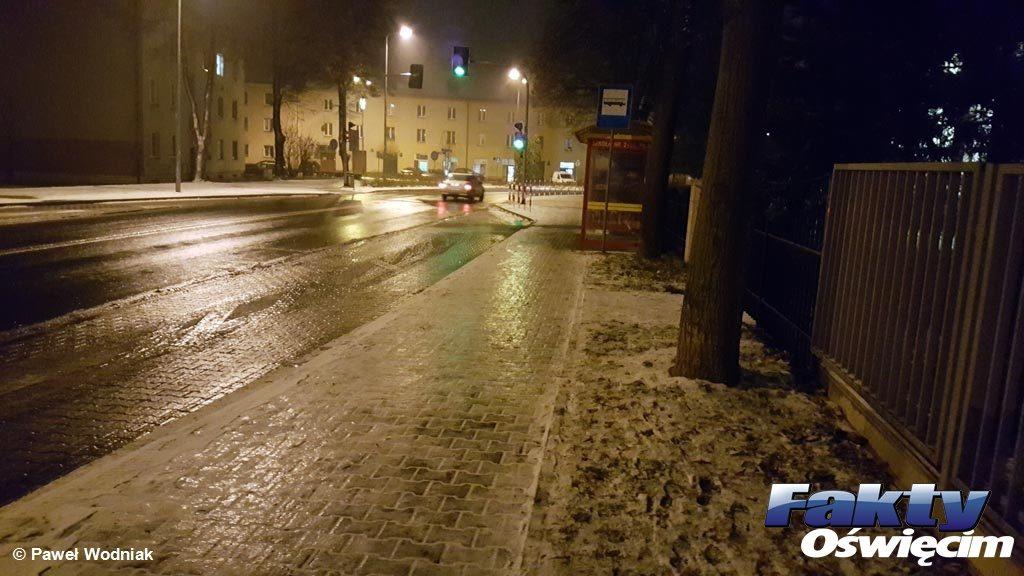 Oświęcim, chodniki, lód, ślisko, mróz, piesi