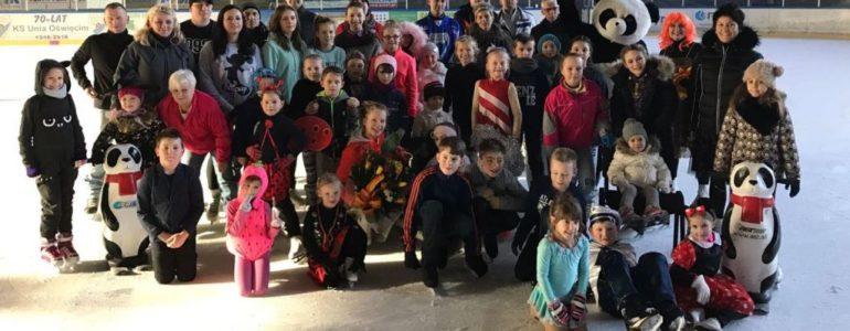 Łyżwiarze – przebierańcy żegnali stary i witali nowy rok