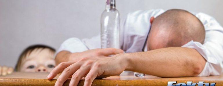 Niemowlaki w alkoholowym i papierosowym smrodzie