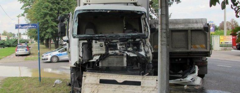Nie zauważył ciężarówki? Wypadek w Brzeszczach – FOTO