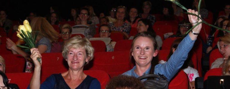 """Kino dla kobiet z gromkim """"Sto lat"""" – FILM, FOTO"""