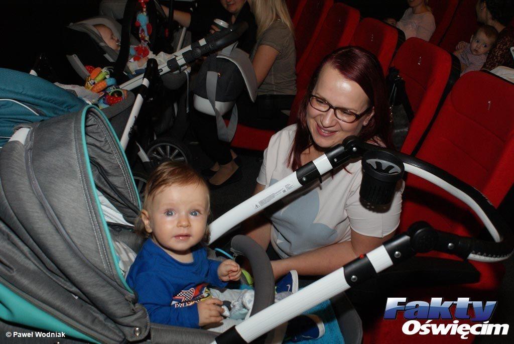 """Prawie 20 wózków dziecięcych zaparkowało dzisiaj w jednej z sal projekcyjnych w Cinema Planet w Oświęcimiu. A wszystko za sprawą nowego cyklu """"MaMa w Kinie""""."""