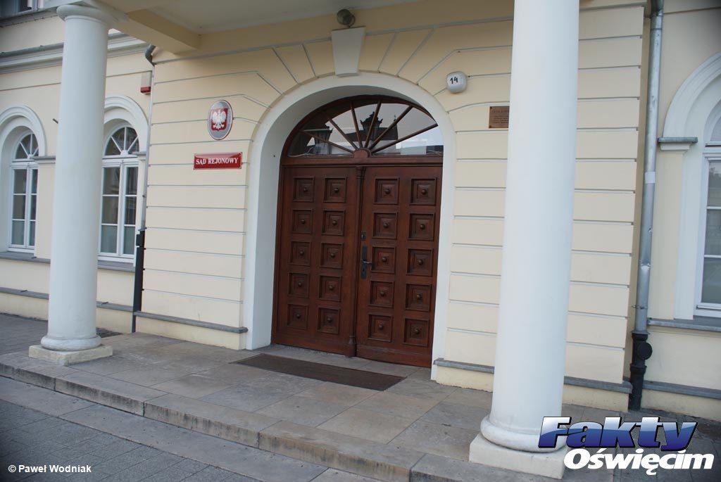 36-letni oświęcimian usłyszał wyrok, skazujący go za czyny seksualne z udziałem małoletnim. Wyrok wydany przez Sąd Rejonowy w Oświęcimiu.