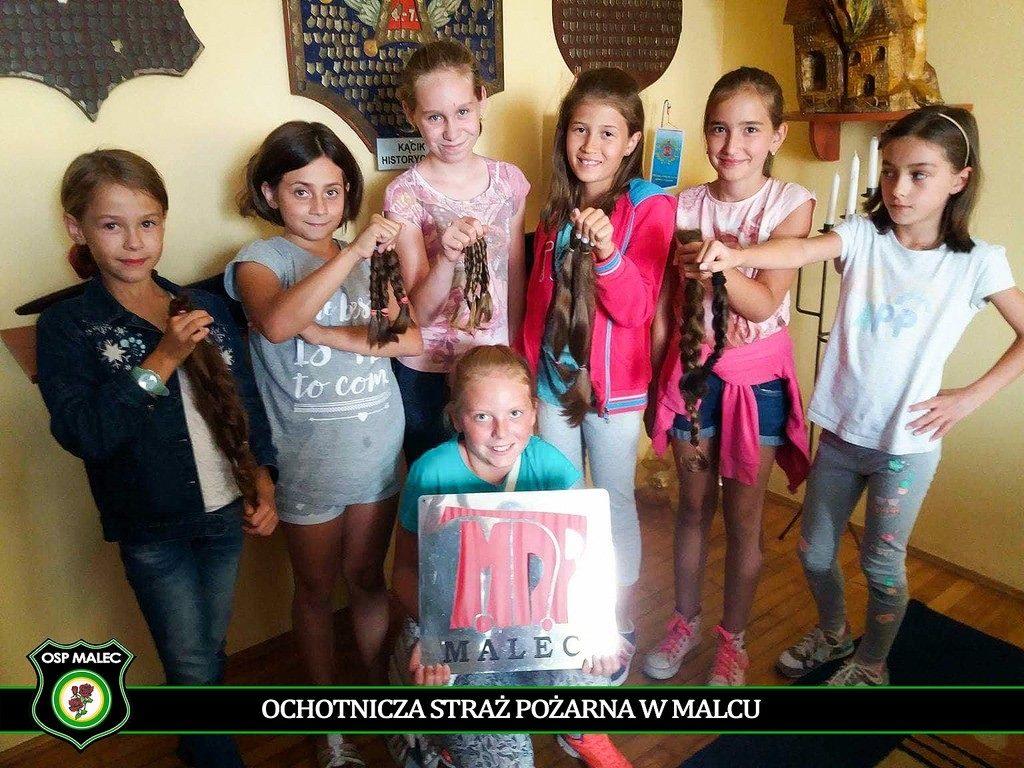 Sześć druhen Młodzieżowej Drużyny Pożarniczej OSP w Malcu podjęło decyzje o tym dość szczególnym i nietypowym geście. Ścięły długie włosy i bez mrugnięcia oka podarowały je innym.