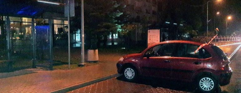 Citroen uciekł z parkingu