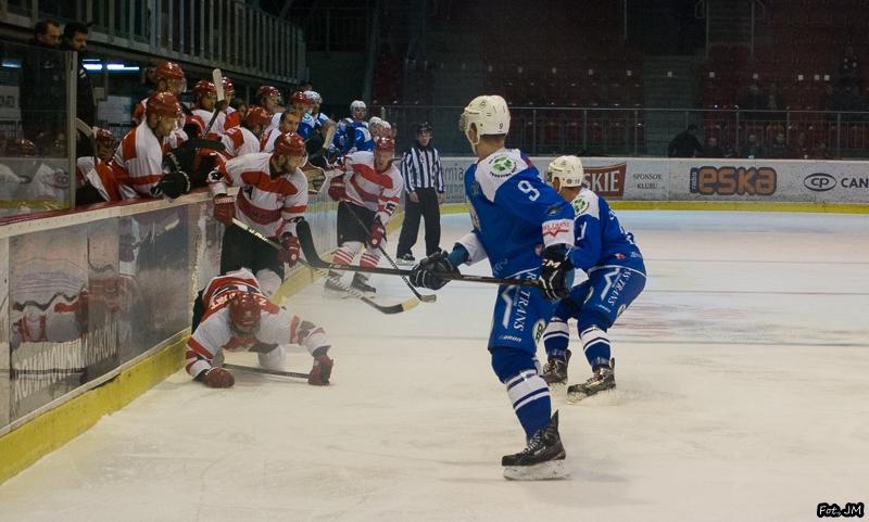 Wynikiem 7:3 zakończył się mecz Comarch Cracovia - Unia Oświęcim. Było to dziesiąte zwycięstwo z rzędu pasiaków.
