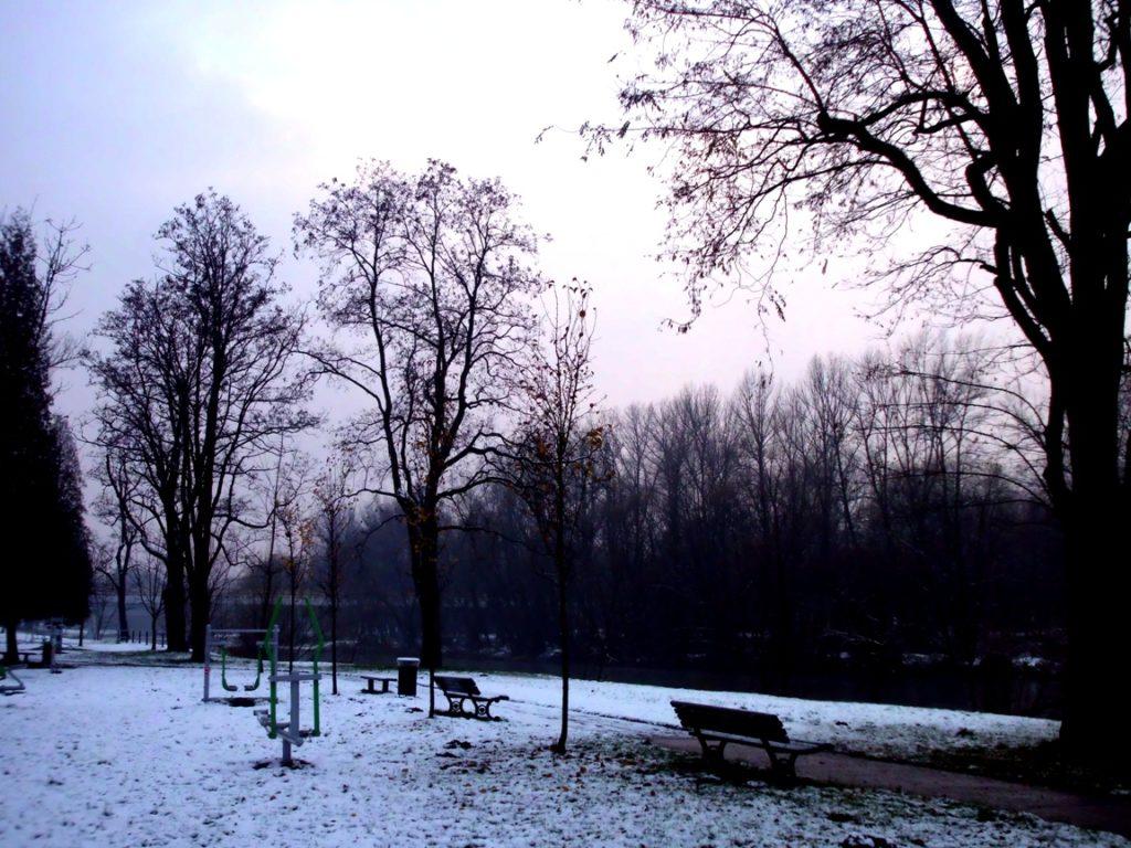 W ciągu najbliższej nocy, a także we wtorek w ciągu dnia niebo nad Małopolską będzie przeważnie zakryte chmurami. Jest jednak szansa na przejaśnienia. Temperatura znacząco spadnie.