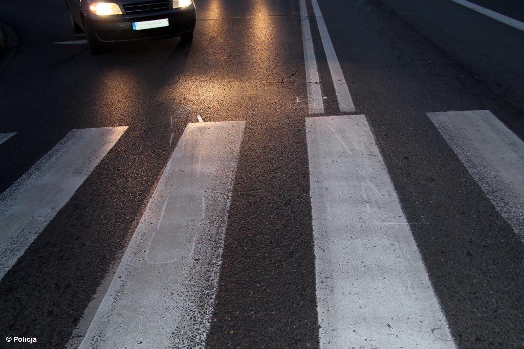 Wczoraj późnym popołudniem kierowca samochodu osobowego potrącił na przejściu dla pieszych seniorkę. Kobieta trafiła na leczenie do szpitala.