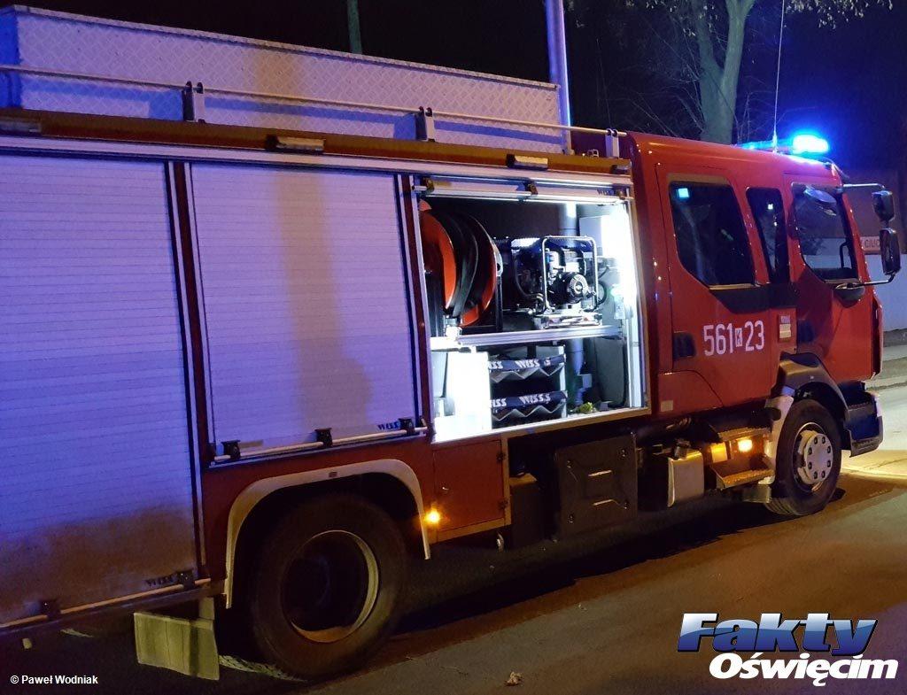 Około godziny 17 na ulicy Śląskiej w Babicach doszło do zderzenia samochodów. Na miejsce wyjechały służby ratunkowe.