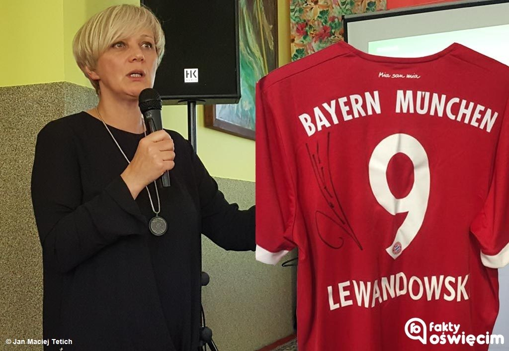 Koszulkę klubową Roberta Lewandowskiego z autografem piłkarza można wylicytować na aukcji na rzecz Wielkiej Orkiestry Świątecznej Pomocy.