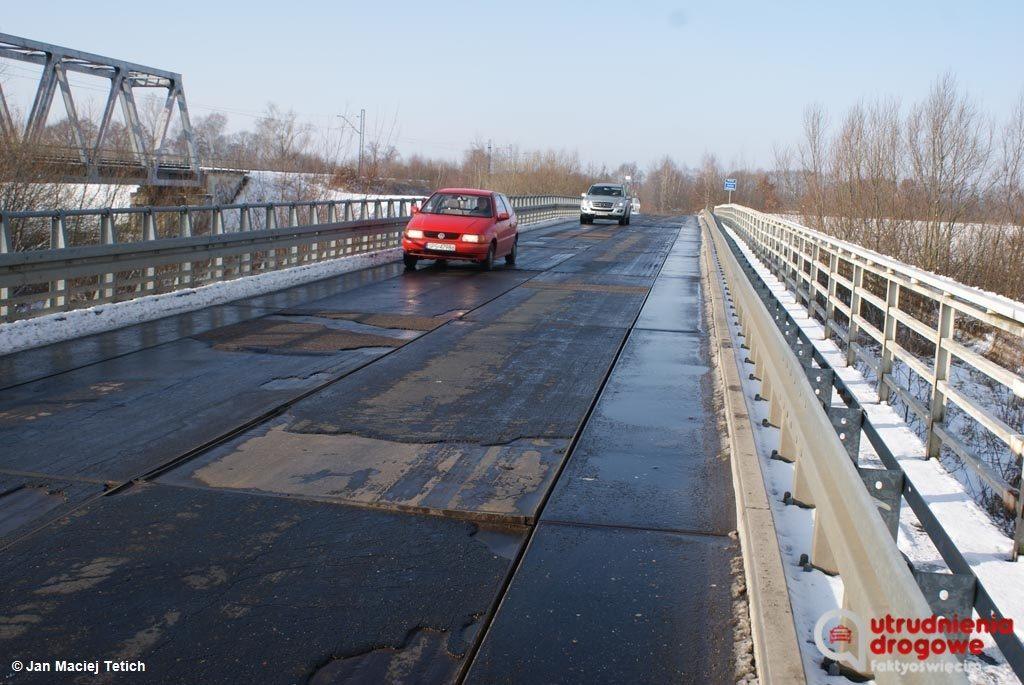 Przeprawa przez Wisłę, na granicy Harmęż i Woli znowu jest w fatalnym stanie. Wójt Miedźnej zdecydował o zamknięciu we wtorek i doraźnym remoncie mostu.