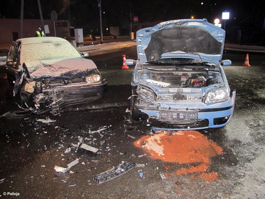 Dwie osoby trafiły do Szpitala Powiatowego w Oświęcimiu po zderzeniu dwóch samochodów w Zasolu. Nie był to dzisiaj jedyna kraksa.