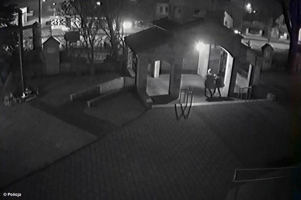 Wypitym alkoholem tłumaczył młody mężczyzna wybryk, którego dopuścił się kilkanaście dni temu. Słyszał zarzut zniszczenia drzwi kościoła.