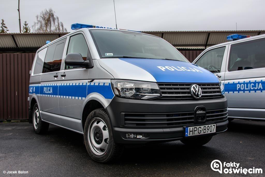 37-letni mieszkaniec dolnośląskiej Oławy dostrzegł włamywacza, manipulującego przy samochodzie na jednym z parkingów w Kętach.