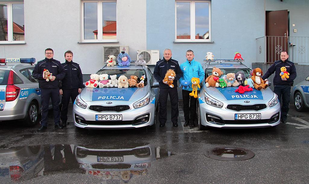 Maskotki przekazane przez kibiców Unii Oświęcim, podczas meczu hokejowego trafią do dzieci pokrzywdzonych przemocą oraz uczestniczących w zdarzeniach drogowych.