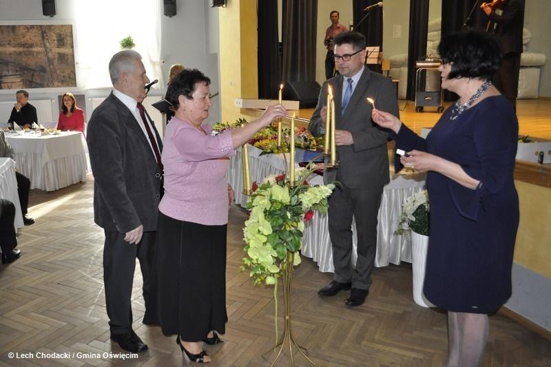 Diamentowe i Złote Gody świętowali mieszkańcy gminy Oświęcim, którzy przeżyli z sobą 60 i 50 lat od dnia zawarcia małżeństwa. Gratulujemy.