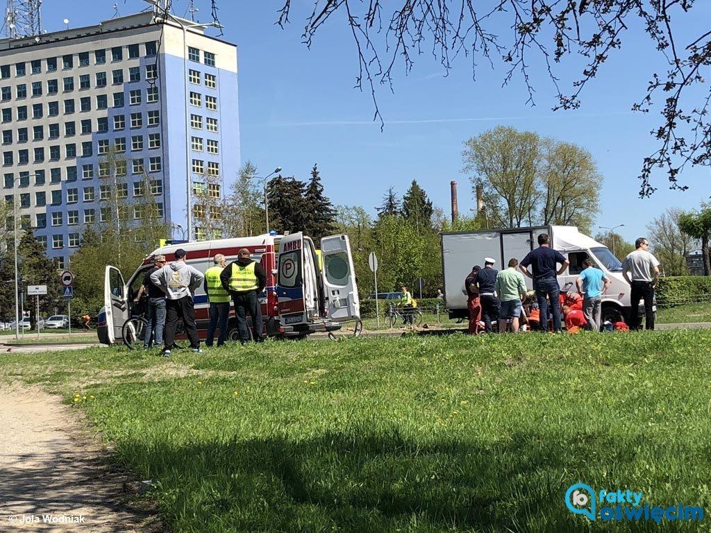 Dzisiaj po południu samochód dostawczy potrącił dziewięcioletnią dziewczynkę. Dziecko do szpitala w Krakowie zabrał śmigłowiec Lotniczego Pogotowia Ratunkowego.