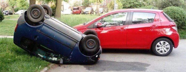 Przewrócili samochód na dach – FOTO