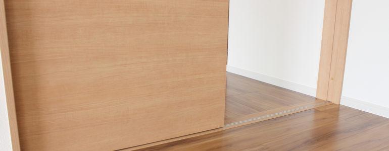 Jakie drzwi wybrać do mieszkania? Sprawdzony poradnik