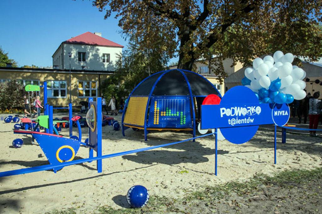 """Jawiszowice i Zaborze walczą o atrakcyjne place zabaw w konkursie """"Podwórko Talentów Nivea"""". Głosować na wybraną lokalizację można codziennie."""