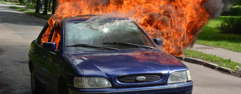Spłonął samochód w Chełmku – FOTO