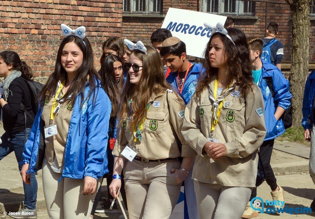 27. Marsz Żywych, wiodący z byłego KL Auschwitz do byłego KL Birkenau przeszedł już do historii. Niektórzy Miejsce Pamięci traktowali, jak Disneyland Auschwitz-Birkenau.