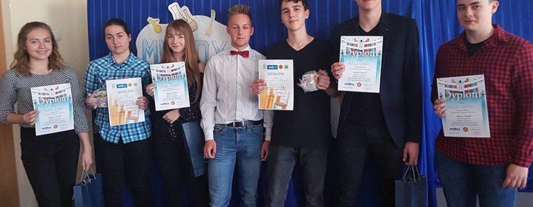 Uczniowie Dwójki najlepsi w konkursie Młody Chemik