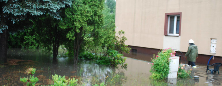 Nawałnica zalała wiele miejsc w powiecie – FOTO