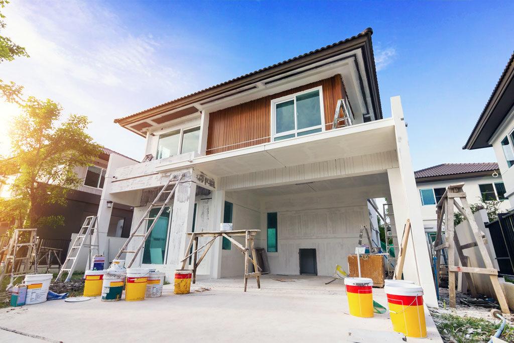 Otrzymanie starego domu w spadku lub remontowanie rodzinnej posiadłości wymaga nakładu kosztów wynoszących od 30-70 procent jej wartości . Dlatego, jeśli młode małżeństwo marzy o domku sprzed lat, powinno się nad tym dobrze zastanowić.