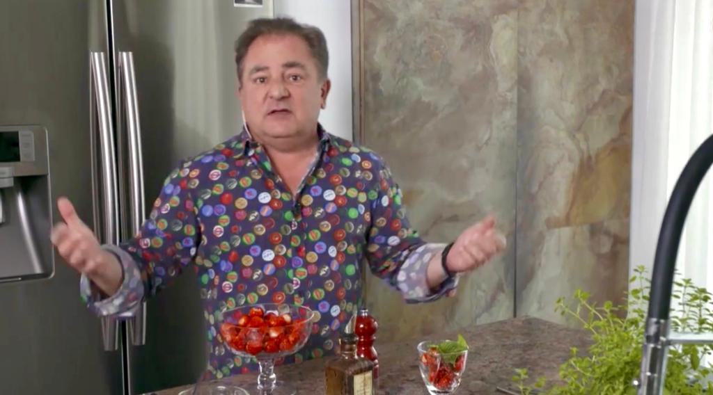 Jak zrobić grecką spanakopitę, chałwę z jogurtem, miodem i mięt? Robert Makłowicz i dania inspirowane kuchnią śródziemnomorską.