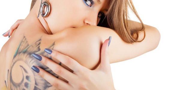 """MODA. Moje """"ja"""" z kolczykiem i tatuażem"""