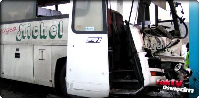 OSIEK. Autobus uderzył w drzewo na drodze śmierci