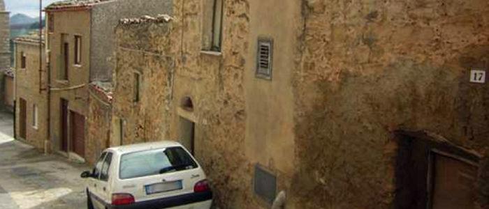 Włoskie domy za darmo. Prawie