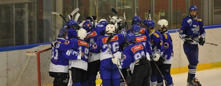 Zwycięstwo juniorów młodszych UKH Unia w pierwszym turnieju