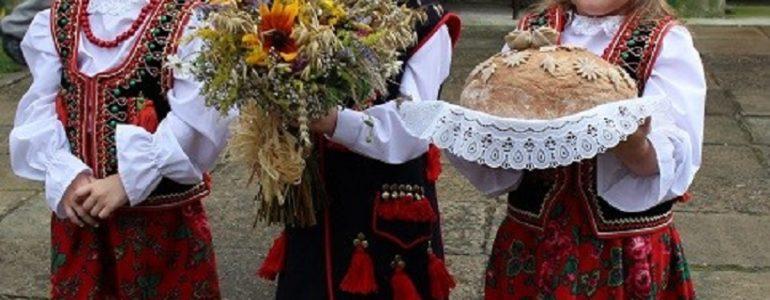 Dożynki w gminie Kęty. Były tańce, podziękowania i zlot samochodów – FOTO