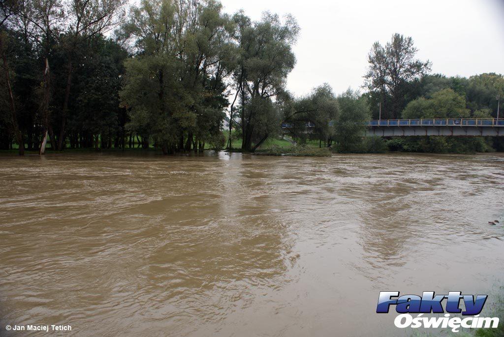 Pogoda się poprawia, a poziom wód w rzekach i rzeczkach zaczął opadać. Sytuacja będzie się jednak normować przynajmniej przez kilka dni.