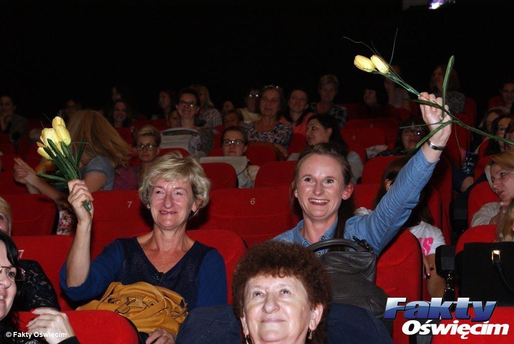 """Cała sala pań, które przyszły do Planet Cinema w Oświęcimiu, odśpiewała gromkie """"Sto lat"""" podczas wrześniowego """"Kina dla kobiet"""". Imprezie patronują Fakty Oświęcim."""