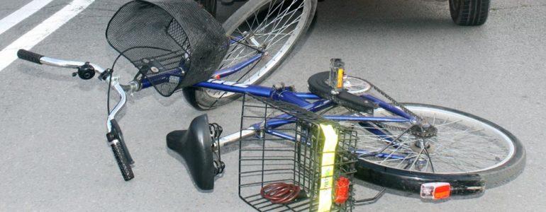 Rowerzysta wjechał mu na jezdnię więc go pobił