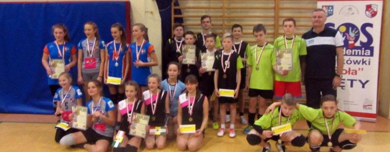 Świąteczny Turniej Kęckiej Akademii Siatkówki – FOTO