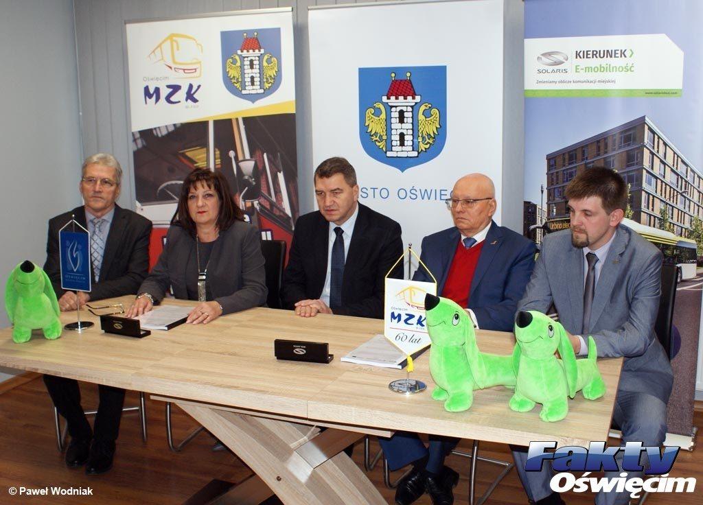 Miejski Zakład Komunikacji w Oświęcimiu podpisał umowę z firmą Solaris na zakup 19 autobusów. Pierwsze nowe solarisy trafią do miasta w kwietniu.