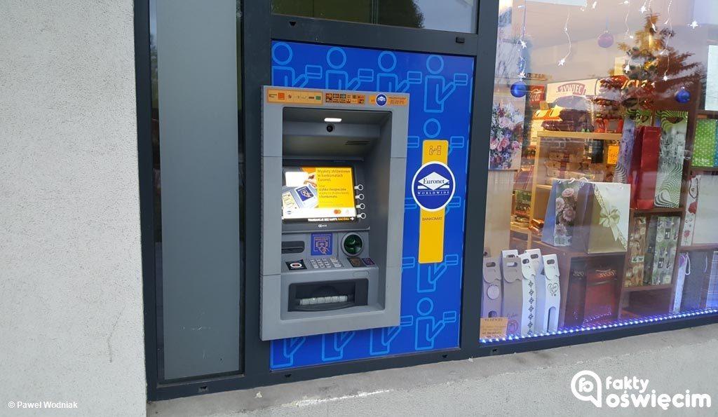 Dzielnicowy ustalił właściciela pieniędzy, które bankomat wypłacił po odejściu klienta. Wczoraj 70-letni oświęcimianin odzyskał tysiąc złotych.