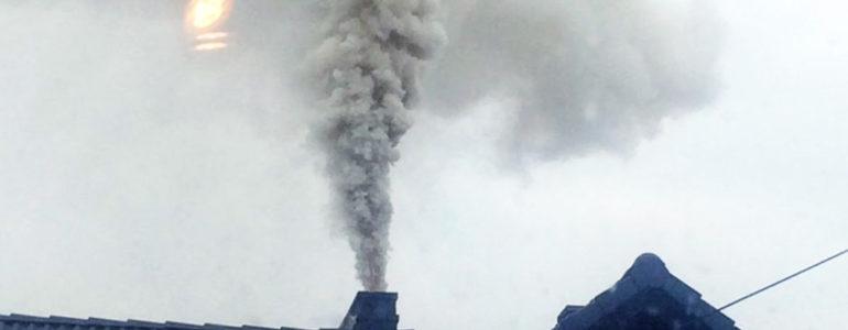 Sąsiad pali czym popadnie? Napisz do niego list