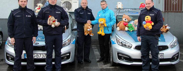 Finał akcji Teddy Bear Toss – 450 pluszaków od kibiców trafi do dzieci