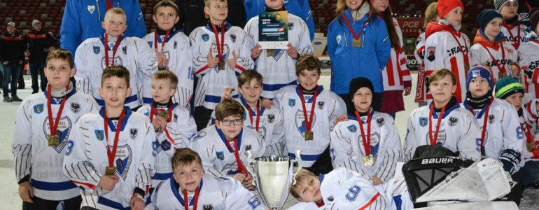 Trzecie miejsce drużyny mini hokeja UKH Unia na turnieju Czerkawski Cup