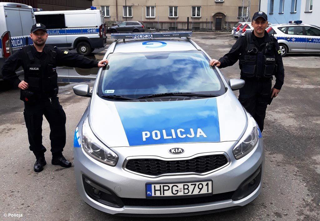 62-letni mieszkaniec Grojca żyje dzięki policjantom. To właśnie bohaterowie w niebieskich mundurach uratowali mu życie.